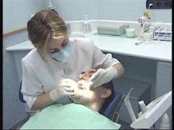 El SES destina 10 millones de euros para prestación de asistencia dental en Extremadura