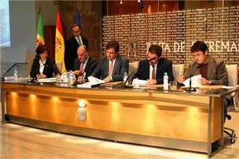 La Junta y los agentes sociales firman una declaración basada en el consenso y el diálogo