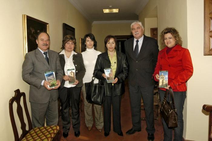 Cuatro municipios cacereños cuentan ya con folletos turísticos de promoción editados por la Diputación