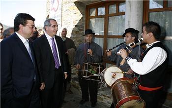 Vara ensalza en Las Mestas la función de la Asamblea con motivo de la clausura del 25 aniversario del estatuto