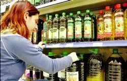 Los consumidores pagan el doble por un litro de aceite de oliva que lo que gana el productor olivarero