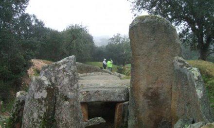 Ademoxa organiza una actividad de senderismo para el 15 de marzo para conocer la ruta de los dólmenes