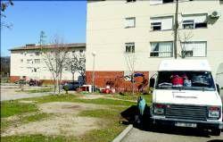 Una familia de Plasencia vive en una furgoneta mientras llega el desahucio de la vivienda ocupada ilegalmente