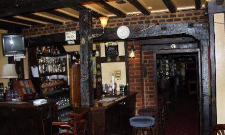 Un encapuchado atraca el pub Sonata en la ciudad de Badajoz con más de quince clientes dentro
