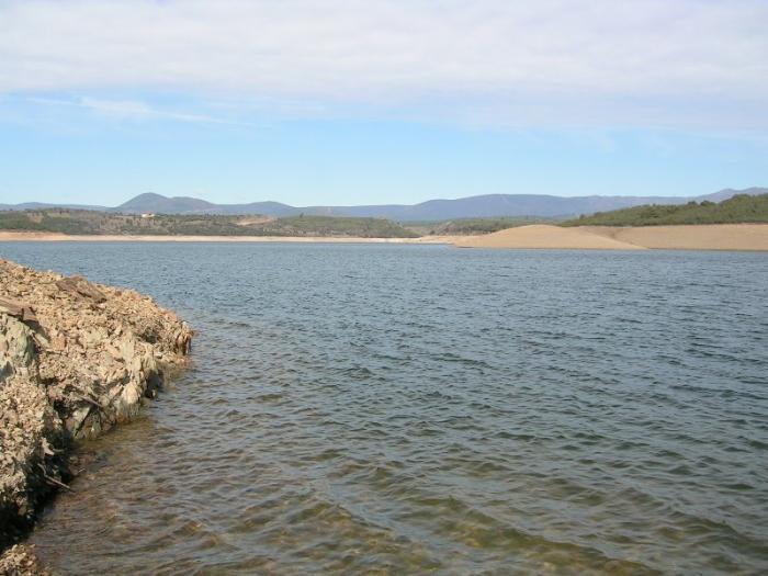 Los embalses de la región extremeña acumulan en el inicio del otoño un 20% más de agua que hace un año