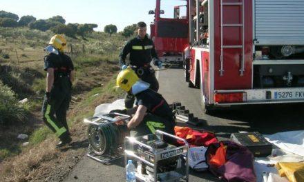 Un incendio en la Ex-109 calcina un remolque de 18.000 kilos que transportaba pescado