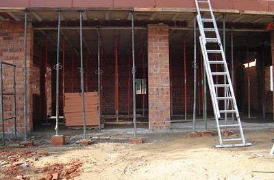 Los juzgados de Instrucción 1 y 2 de Coria paralizan las obras de siete casas ilegales en este municipio