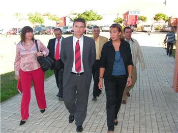 Fomento anuncia que la Junta potenciará la red de centros de transporte de Extremadura