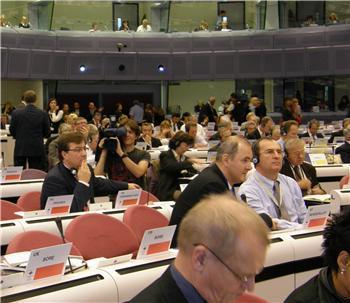 Fernández Vara alerta en Bruselas sobre decisiones que pueden ser contrarias a un desarrollo equilibrado