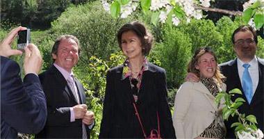 El Jerte valora la visita de Doña Sofía a los cerezos en flor como un aval para la fiesta