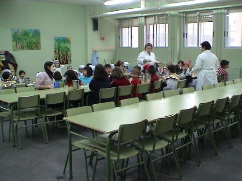 La Consejería de Educación no sufragará el comedor del colegio durante el mes de junio