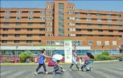 La policía detiene por maltrato al padre de un bebé ingresado en el hospital Materno Infantil de Badajoz