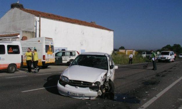 Un herido grave y otros dos heridos leves es el balance de un accidente de tráfico ocurrido ayer en Galisteo