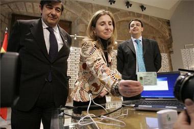 Los extremeños portarán todo su historial clínico en una tarjeta electrónica en 2010