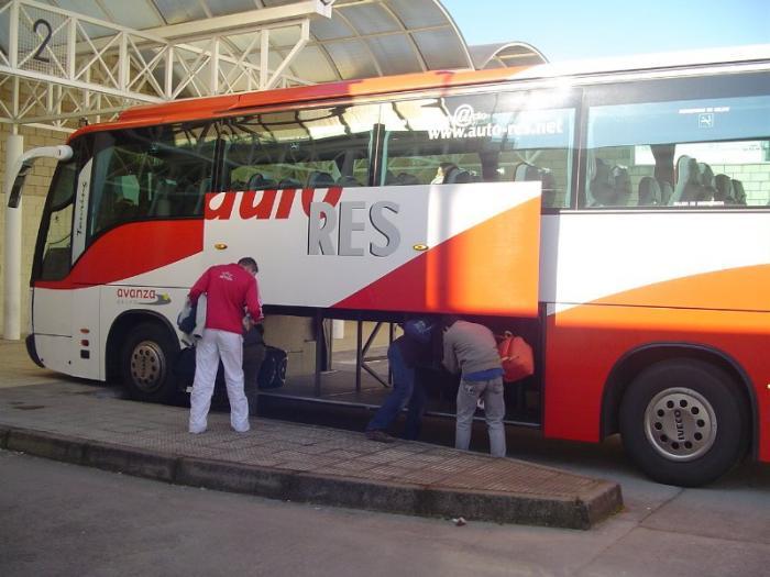 Las rutas en autobus entre Cáceres-Badajoz y Badajoz-Lisboa se excluyen de la huelga de Auto Res