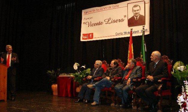 Coria rinde homenaje a tres ex alcaldes y una maestra en homenaje a la memoria histórica de Vicente Lisero