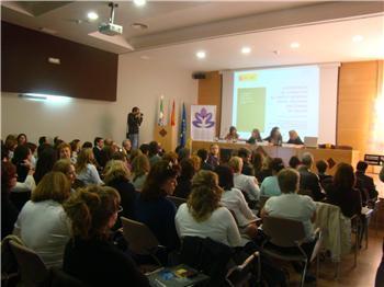 Matronas y personal sanitario asisten en Cáceres a unas jornadas para mejorar la atención al parto