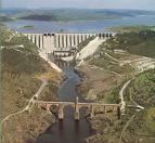 Un folleto divulgativo explica cómo actuar en caso de alerta de inundaciones en la presa de Alcántara