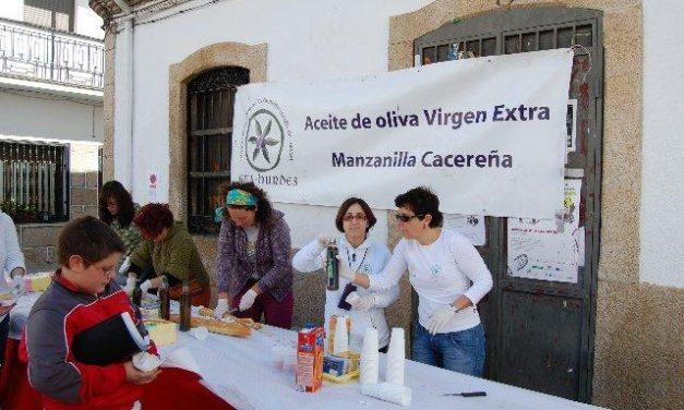 Más de 300 estudiantes degustan en  Valverde un desayuno saludable con aceite Gata-Hurdes