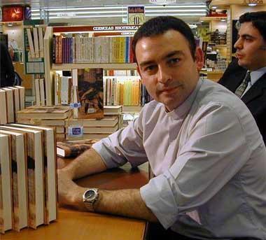 El escritor extremeño Jesús Sánchez Adalid recibe en Cáceres el III Premio 'Más de 2016 lectores'