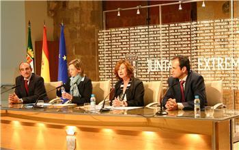 La Junta y Eroski firman un convenio para la promoción de los productos agroalimentarios extremeños
