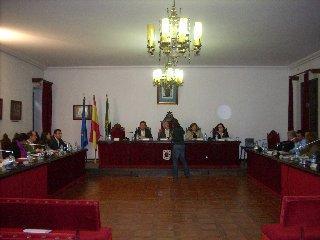 El pleno del Ayuntamiento de Coria aprueba el servicio del agua a la empresa Aquagest