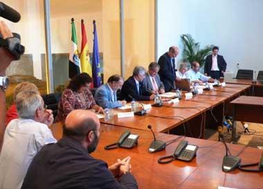 45.000 empleados de la Junta de Extremadura se beneficiarán de las subidas salariales en 2008