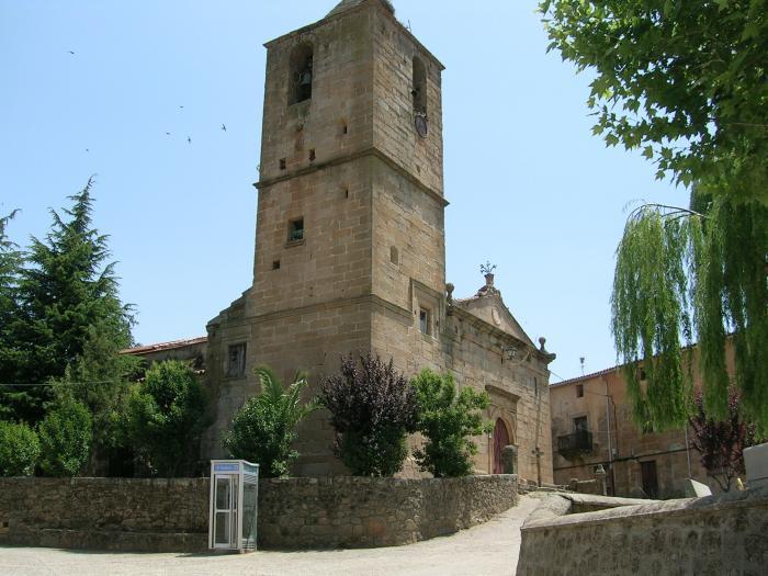 La iglesia de Villasbuenas de Gata aún permanece cerrada al culto de los fieles por el mal estado del monumento