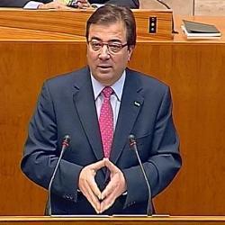 Guillermo Fernández Vara anima a los empresarios a participar de la red pública de fibra óptica