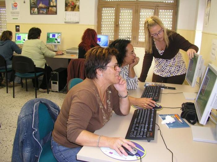 Un total de 15 mujeres de Coria participan en las VIII Jornadas de Aproximación a las Nuevas Tecnologías