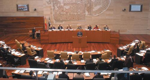 La Junta de Extremadura recuerda que el impuesto a las eléctricas fue aprobado por la Asamblea