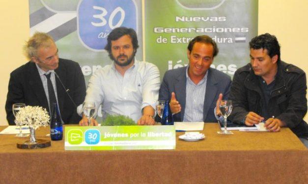 Nuevas Generaciones del PP Extremadura entrega su premio 'Encina de la Libertad' a Jesús Neira