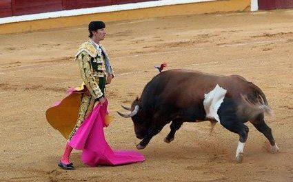 """El pronóstico del torero extremeño Israel Lancho es """"muy grave"""" tras la cogida que sufrió ayer en Las Ventas"""