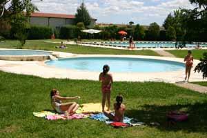 Portaje mejora las instalaciones de las piscinas con la reforma del restaurante y los vestuarios