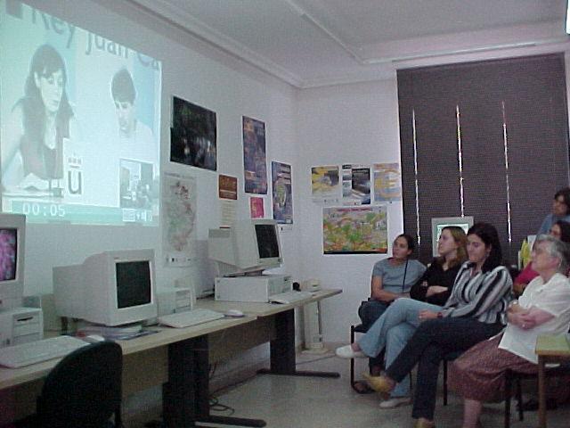 El aula tecnológica del PSOE de Moraleja se estrena con una videoconferencia de Leire Pajín y Fernández Vara