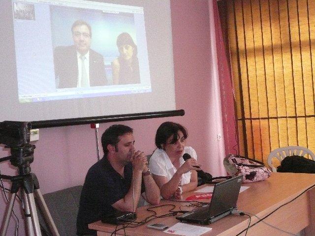 Fernández Vara inaugura mediante videoconferencia el aula de nuevas tecnologías del PSOE de Moraleja