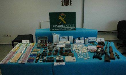 La Guardia Civil de Cáceres, desmantela una red de venta de drogas con 11 detenidos, 10 de ellos en Valverde