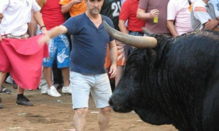 El toro de la Juventud Cauriense recorrió todo el recinto y hubo que matarlo encerrado en la Cava