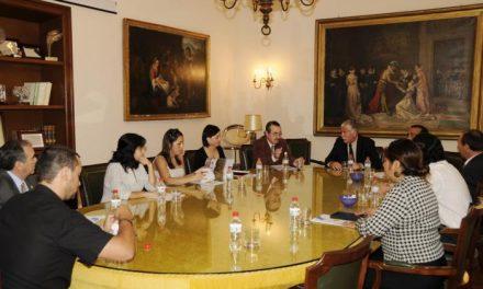 Una delegación de técnicos de Chile visitan la Diputación de Cáceres para conocer su funcionamiento