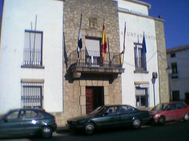 El cese del segundo teniente de alcalde de Moraleja enfrenta a Partido Popular y Partido Socialista