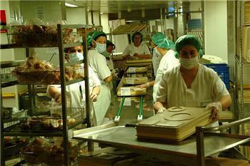 El servicio de cocina del hospital de Badajoz alcanza la excelencia en la gestión de la seguridad alimentaria