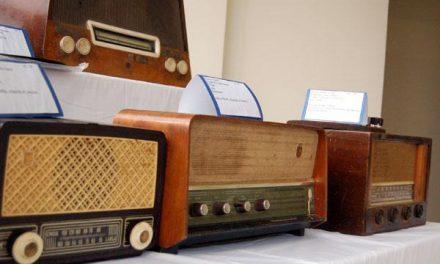 La ciudad pacense de Zafra recrea la historia de la radio desde el siglo XX con una exposición
