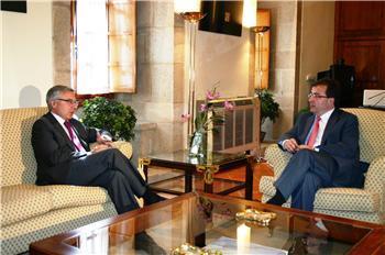 La Junta y Fomento impulsan la autovía Cáceres-Badajoz que tendrá una inversión de 300 millones