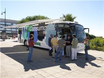 """Coria recibe el """"Consumo-bus"""" que informará a la población sobre el consumo responsable y seguro"""