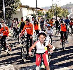El XXII Día de la Bicicleta de Badajoz animó ayer a salir a la calle a más de 4.000 participantes
