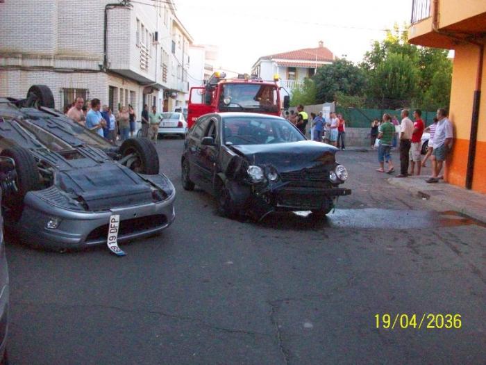 Tres personas resultan heridas leves en un espectacular accidente registrado en Moraleja