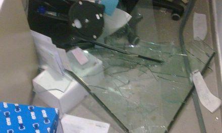 Unos ladrones causan importantes destrozos en el robo de la gasolinera Repsol de Moraleja en la madrugada