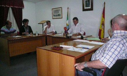 Juan Caro es nombrado presidente de la Comisión Gestora de Vegaviana en el pleno constituyente