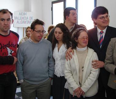 El Ayuntamiento de Valencia de Alcántara realiza seis contrataciones para atender a personas con discapacidad