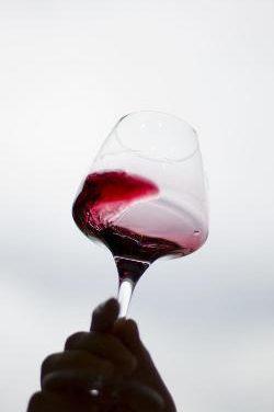 El consumo ligero de vino tinto aporta beneficios en los enfermos de fibromialgia según un estido de la UEX